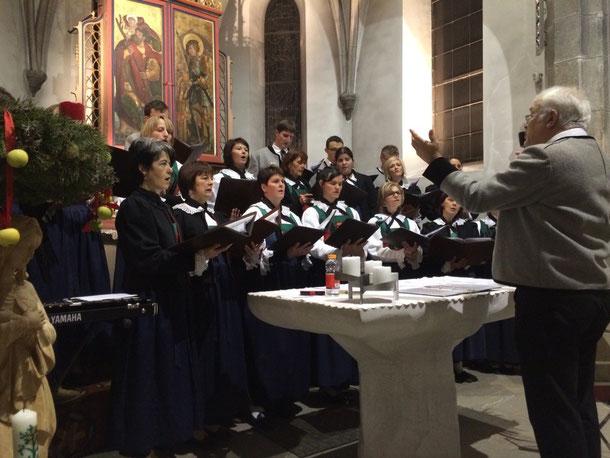 Der Kirchenchor aus Weißenbach im Ahrntal / Südtirol