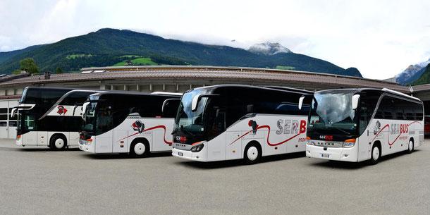 (c) Das Busunternehmen Oberhollenzer verfügt auch über eine moderne Reisebusflotte