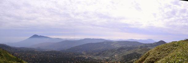 岩手山と秋田駒ヶ岳が一望です                                                          この間に鳥海山が見えたそうですが、教えてもらった時は雲の中だった