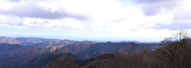 山頂からの展望:今津方面・・・琵琶湖と伊吹山か
