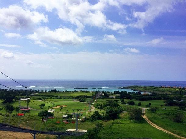 シギラベイサイドスイートから望む海とゴルフコース