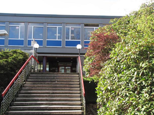 Provisorische Treppe Haupteingang JBS