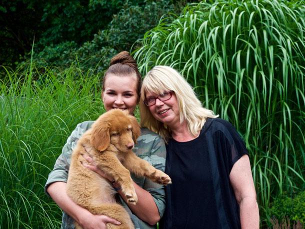 Andrea und Maya haben Bruni heute zu Oma Clara nach Marl geholt