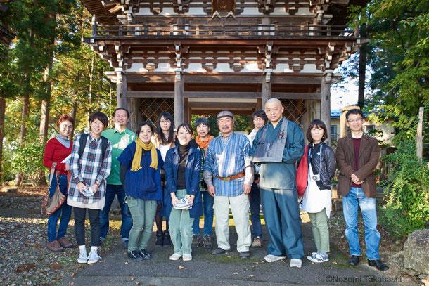 重福寺の前で、記念撮影。