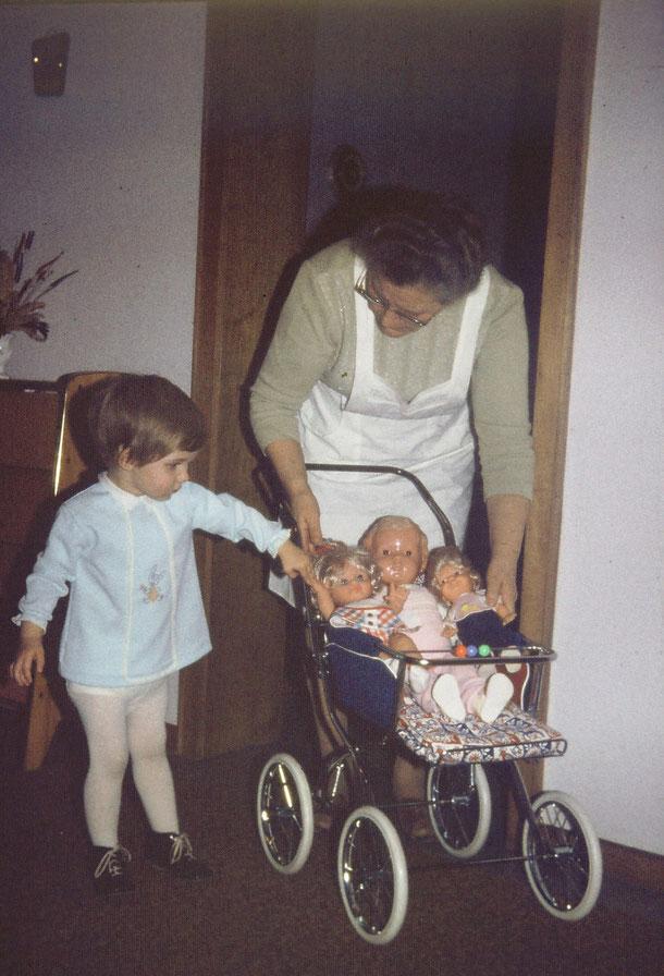 Es täuscht, ich mochte nie Puppen... und warum es nicht zu einer Hose oder einem Rock bei mir gereicht hat, bleibt auch für immer ein Rätsel.