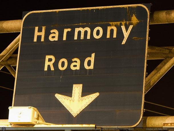 Die Harmonie (griechisch harmonia = Zusammenfügung) bezeichnet allgemein die Übereinstimmung, Einklang, Eintracht. (Auszug Wikipedia.org)