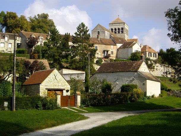 2 photos de J-Claude : vue du village avec sa tour carrée