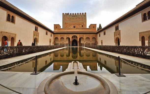 ナスル朝宮殿コマレス宮、アラヤネスの中庭