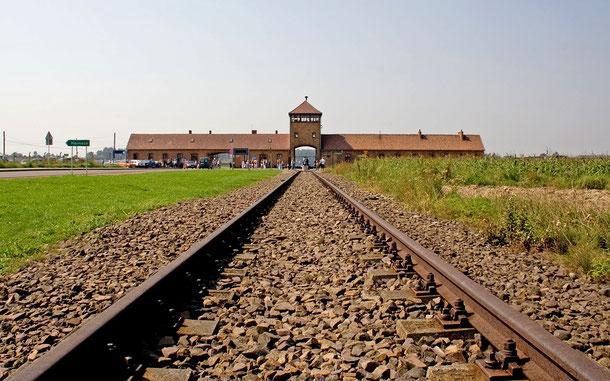 世界遺産「アウシュヴィッツ-ビルケナウ、ナチスドイツの強制絶滅収容所 [1940-1945](ポーランド)」、ビルケナウの死の門