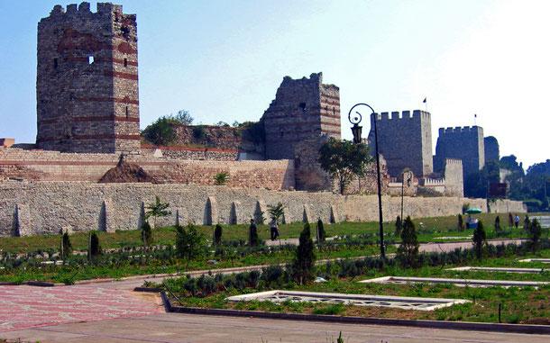 トルコの世界遺産「イスタンブール歴史地域」、デオドシウスの城壁