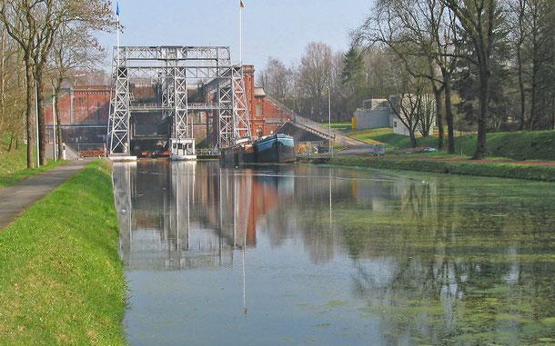 世界遺産「中央運河にかかる4機の水力式リフトとその周辺のラ・ルヴィエール及びル・ルー(ベルギー)」登録のウドン=ゴウニー
