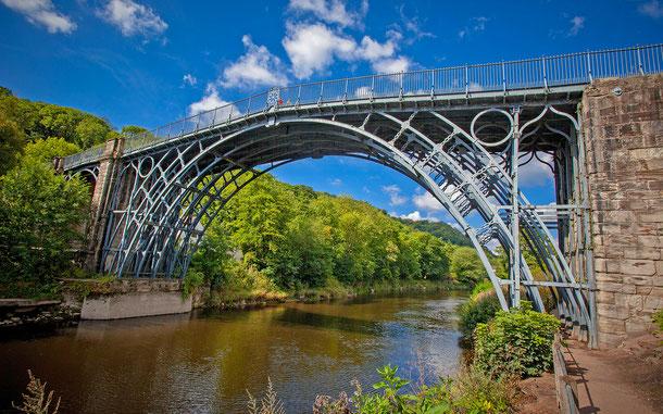 世界遺産「アイアンブリッジ峡谷(イギリス)」、コールブルックデール橋、通称アイアンブリッジ