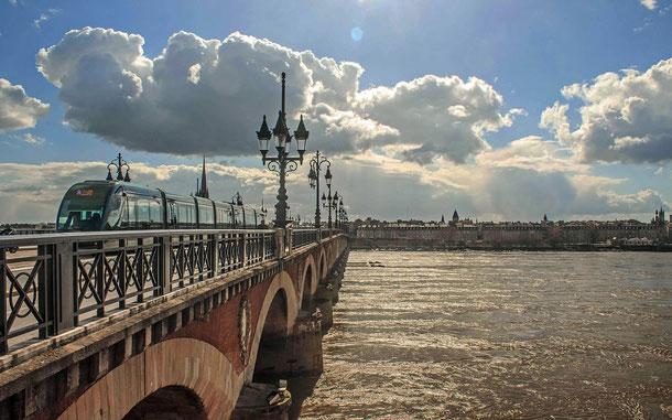 世界遺産「ボルドー、リューヌ港(フランス)」のピエール橋