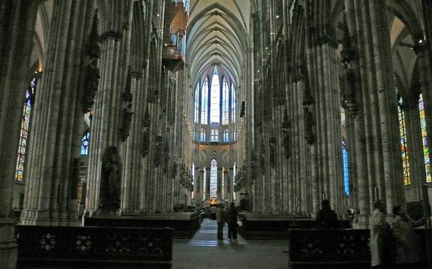 ドイツの世界遺産「ケルン大聖堂」の内部