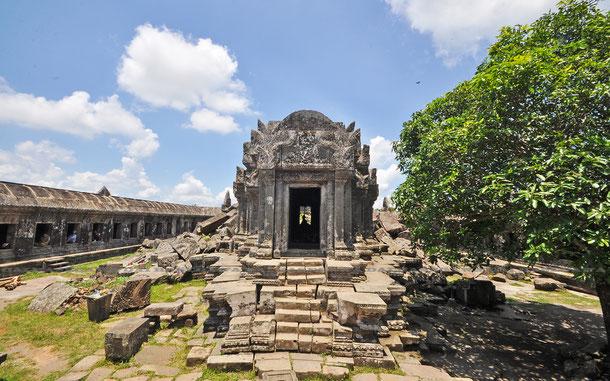 第一塔門、サンクチュアリの中央祠堂