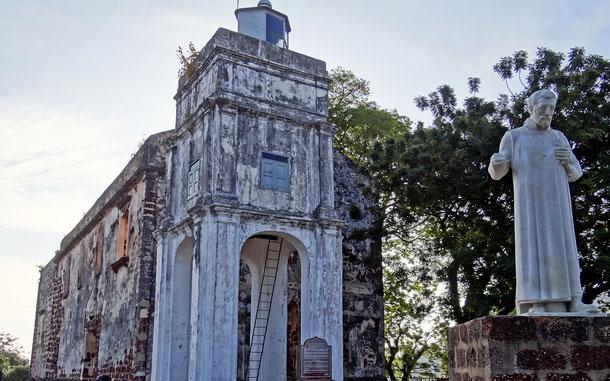 世界遺産「ムラカとジョージタウン、マラッカ海峡の古都群(マレーシア)」、セント・ポール教会に立つフランシスコ・ザビエル像