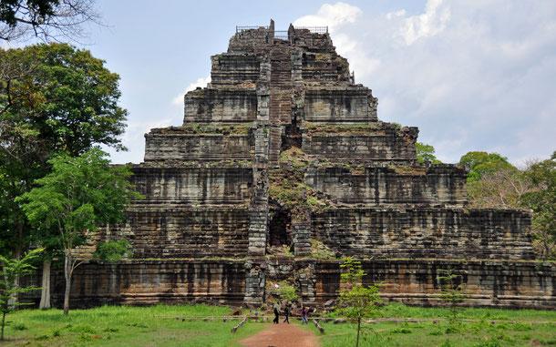 カンボジアの世界遺産候補地「コー・ケー:古代リンガプラあるいはチョック・ガルギャーの考古遺跡」の階段ピラミッド