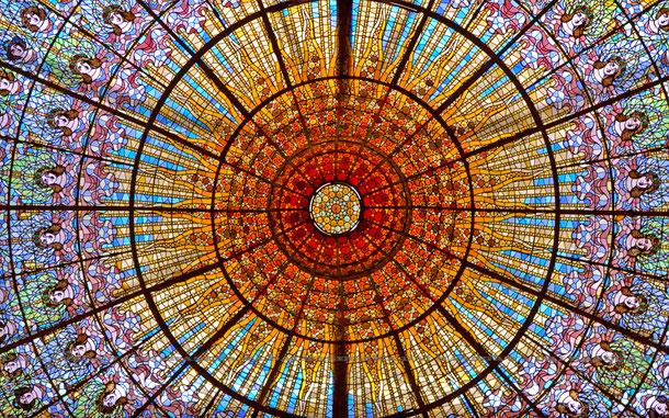 カタルーニャ音楽堂のシャンデリア型ステンドグラス