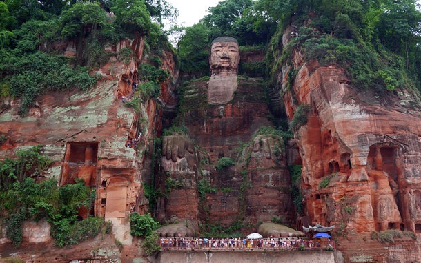 中国の世界遺産「峨眉山と楽山大仏」の楽山大仏