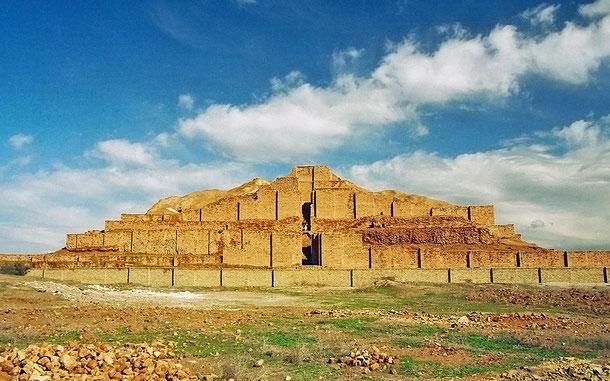 イランの世界遺産「チョガ・ザンビール」のジッグラト