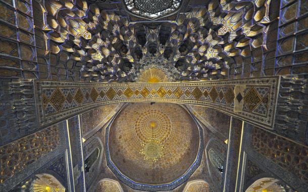 グリ・アミール廟。上がムカルナス、下がドーム