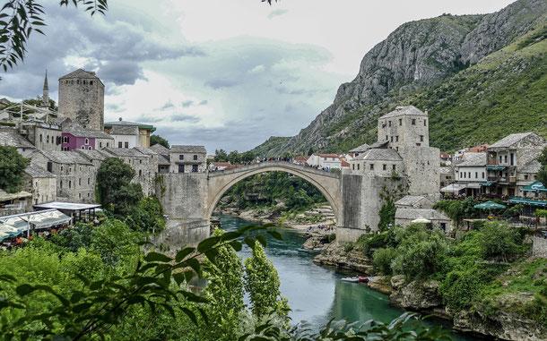 ボスニア・ヘルツェゴビナの世界遺産「モスタル旧市街の古橋地区」のスタリ・モスト