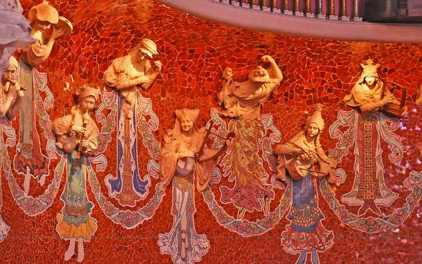 カタルーニャ音楽堂、舞台の女神たち