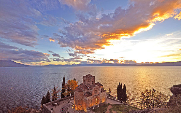 マケドニアの世界遺産「オフリド地域の自然遺産及び文化遺産」の聖ヨハン・カネオ教会