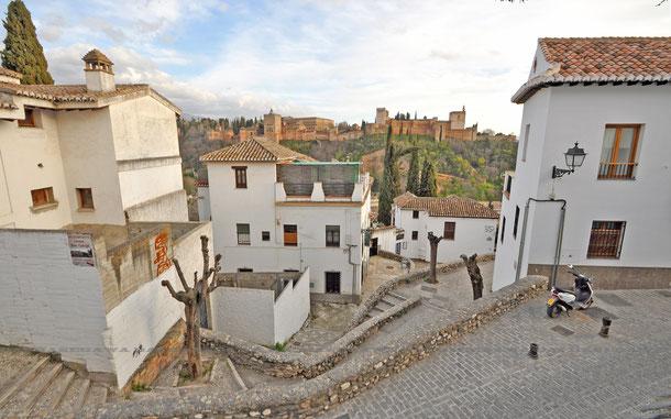 世界遺産「グラナダのアルハンブラ、ヘネラリーフェ、アルバイシン地区(スペイン)」、アルバイシン地区から眺めたアルハンブラ宮殿