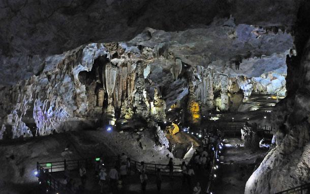 ティエンドゥオン洞窟/パラダイス・ケイブの広大な内部空間