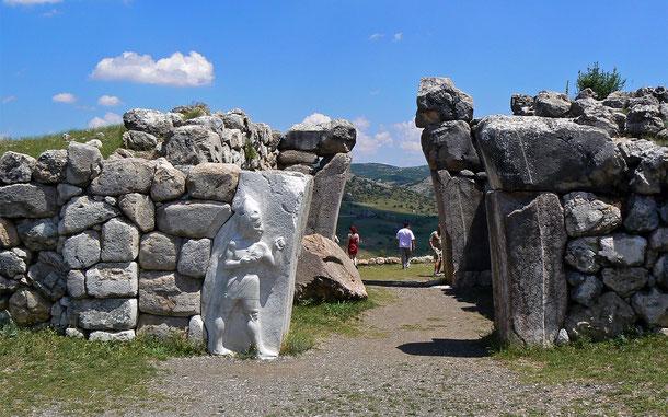 世界遺産「ハットゥシャ:ヒッタイトの首都」のライオン門(獅子門)