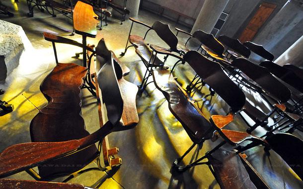 コロニア・グエル教会、ガウディ・デザインの椅子