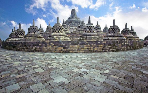 世界遺産「ボロブドゥール寺院遺跡群(インドネシア)」、ボロブドゥールの円壇