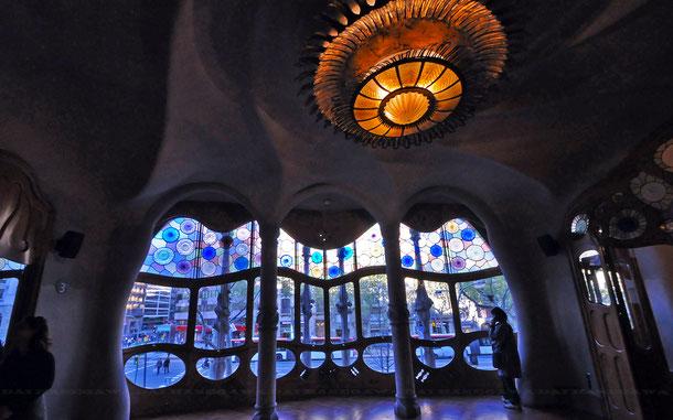 カサ・バトリョ、天井とシャンデリア