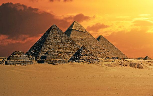 エジプトの世界遺産「メンフィスとその墓地遺跡-ギザからダハシュールまでのピラミッド地帯」、ギザの3大ピラミッド
