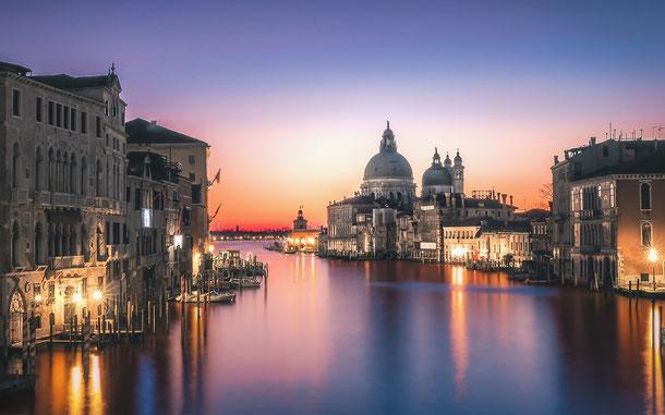 イタリアの世界遺産「ヴェネツィアとその潟」、カナル・グランデ(大運河)とサンタ・マリア・デッラ・サルーテ聖堂