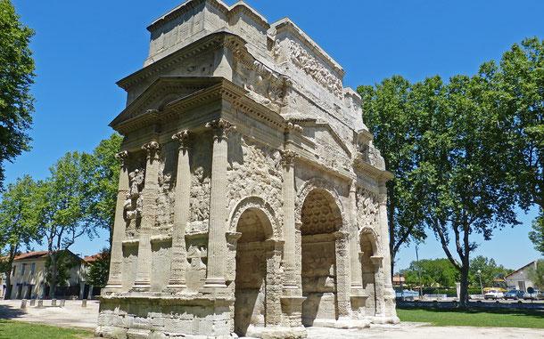世界遺産「オランジュのローマ劇場とその周辺及び凱旋門(フランス)」、オランジュの凱旋門
