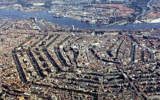 世界遺産「アムステルダムのシンゲル運河内の17世紀の環状運河地区(オランダ)」