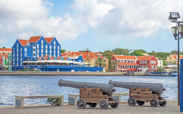 オランダの世界遺産「キュラソー島の港町ヴィレムスタット歴史地域」、ヴィレムスタットの街並み