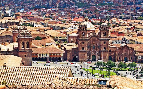 世界遺産「クスコ市街(ペルー)」の中心、アルマス広場