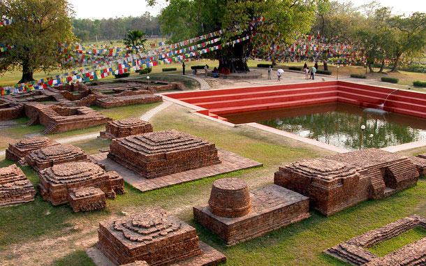界遺産「仏陀の生誕地ルンビニ(ネパール)」、母マーヤーがシッダールタを産湯につけたと伝わるガート(池)