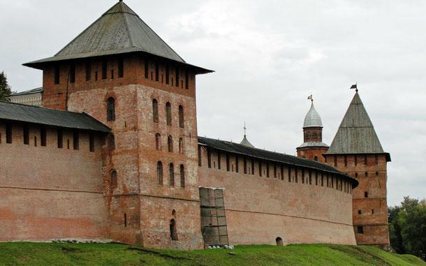 世界遺産「ノヴゴロドの文化財とその周辺地区(ロシア)」、ノヴゴロド・クレムリンの城壁