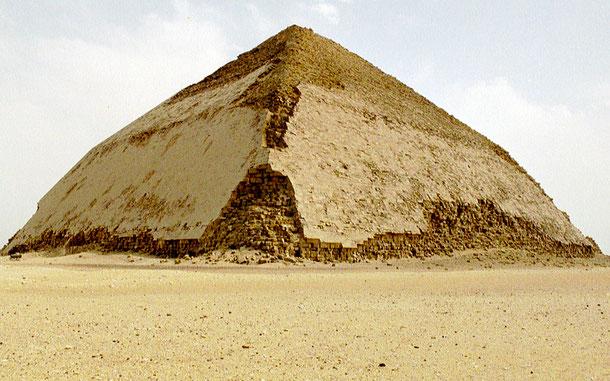 世界遺産「メンフィスとその墓地遺跡-ギザからダハシュールまでのピラミッド地帯」、屈折ピラミッド