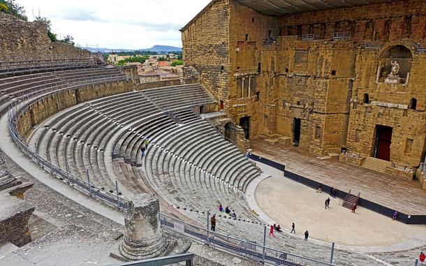 世界遺産「オランジュのローマ劇場とその周辺及び凱旋門」(フランス)」、ローマ劇場