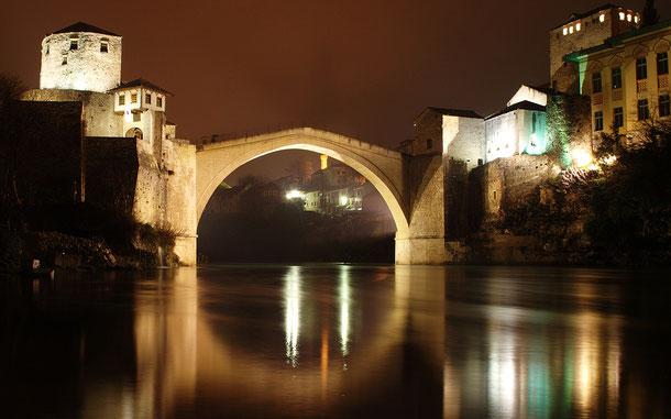 ボスニア・ヘルツェゴビナの世界遺産「モスタル旧市街の古橋地区」のスタリ・モスト(古い橋)