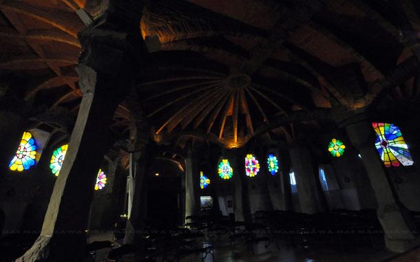 コロニア・グエル教会のステンドグラス