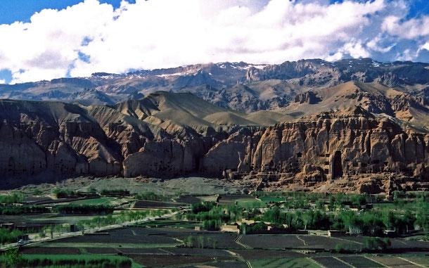 アフガニスタンの世界遺産「バーミヤン渓谷の文化的景観と古代遺跡群」のバーミヤン渓谷