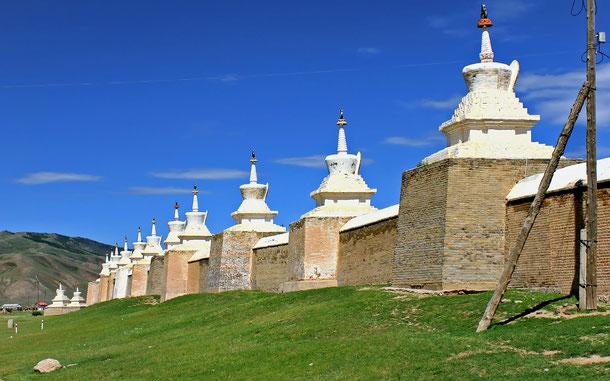 世界遺産「オルホン渓谷の文化的景観(モンゴル)」、108基のチョルテン(ラマ塔)