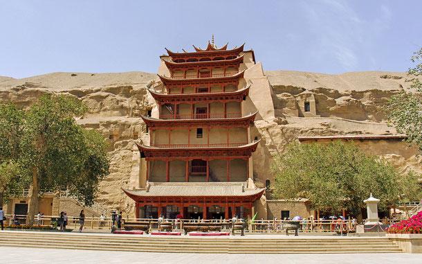 中国の世界遺産「莫高窟」、第96窟の九層楼