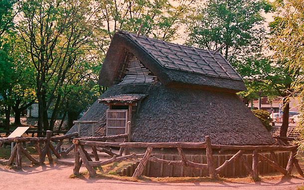 静岡県の登呂遺跡、平地式住居(復元)